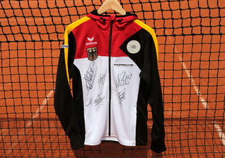 Signierte Tennisjacke