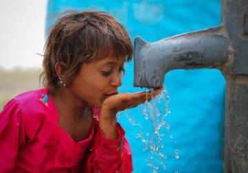 """Die UNICEF-Kampagne """"Wasser wirkt"""" tritt für das Kinderrecht auf Wasser ein"""