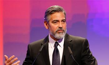 George Clooney versteigert seine Krawatte