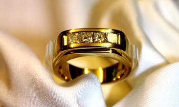Marlene Dietrichs Diamantring für 7.877 Euro versteigert