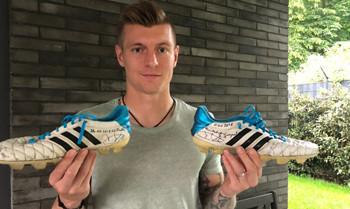 Toni Kroos mit den im Champions League-Finale 2018 getragenen Schuhen