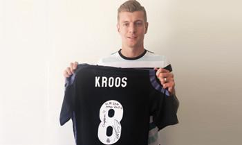 Toni Kroos und sein Meistertrikot