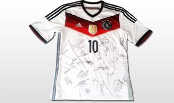Teamsigniertes WM-Trikot