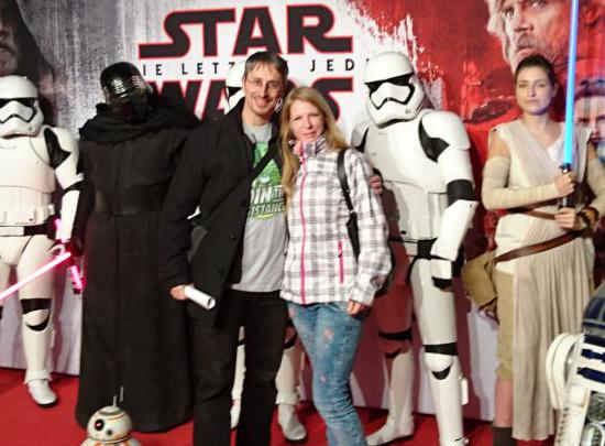"""Nicolo und seine Begleitung beim Influencer Screening von """"Star Wars"""""""