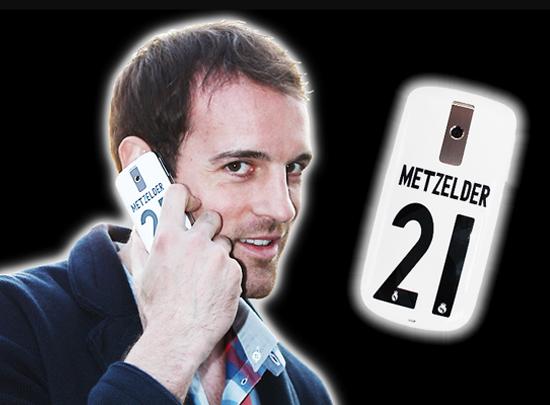 Metzelders Handy mit seiner Rückennummer