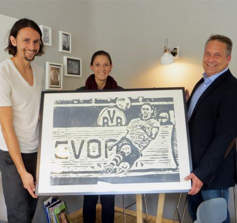 Neven Subotic übergab Marco einen Kunstdruck