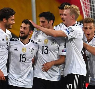 DFB-Elf unterstützt junge Sportler