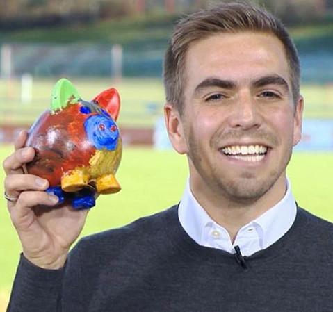 Philipp Lahm und sein Glücksschwein