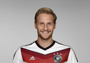 Benedikt Höwedes - Fußballspieler bei Lokomotive Moskau und Weltmeister