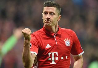 Robert Lewandowski ist polnischer Fußballspieler, spielt beim FC Bayern München und ist 2014 Kapitän der polnischen A-Nationalmannschaft