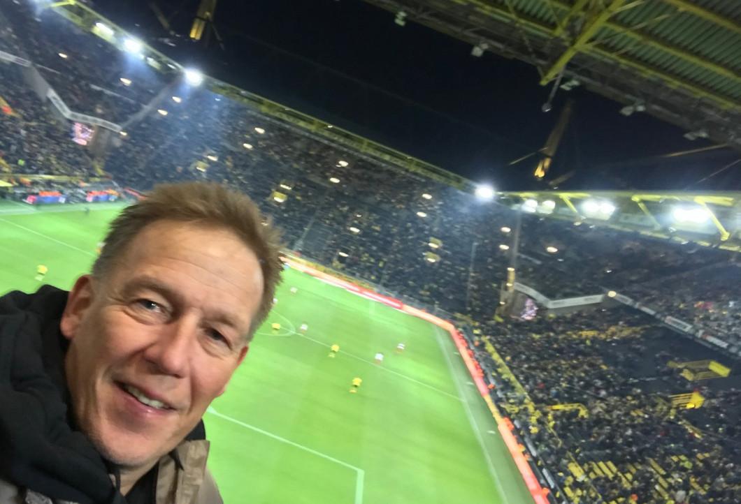 Hagen beim Match des BVB gegen den FC Augsburg