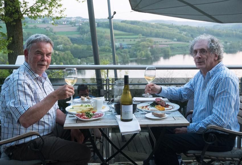 Radiolegende Manni Breuckmann mit Klaus beim Abendessen