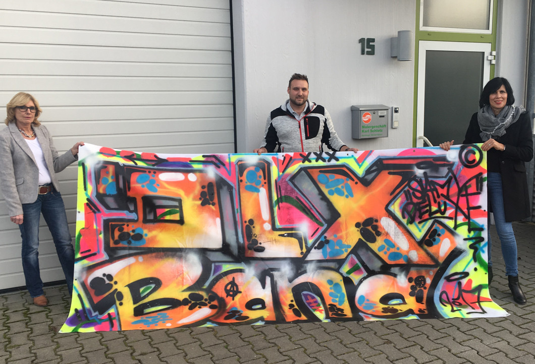 Die Übergabe des riesigen Graffiti von Rapper Samy Deluxe