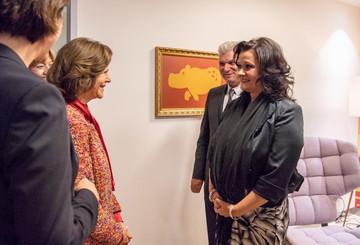 Sandra und ihr Mann mit Königin Silvia