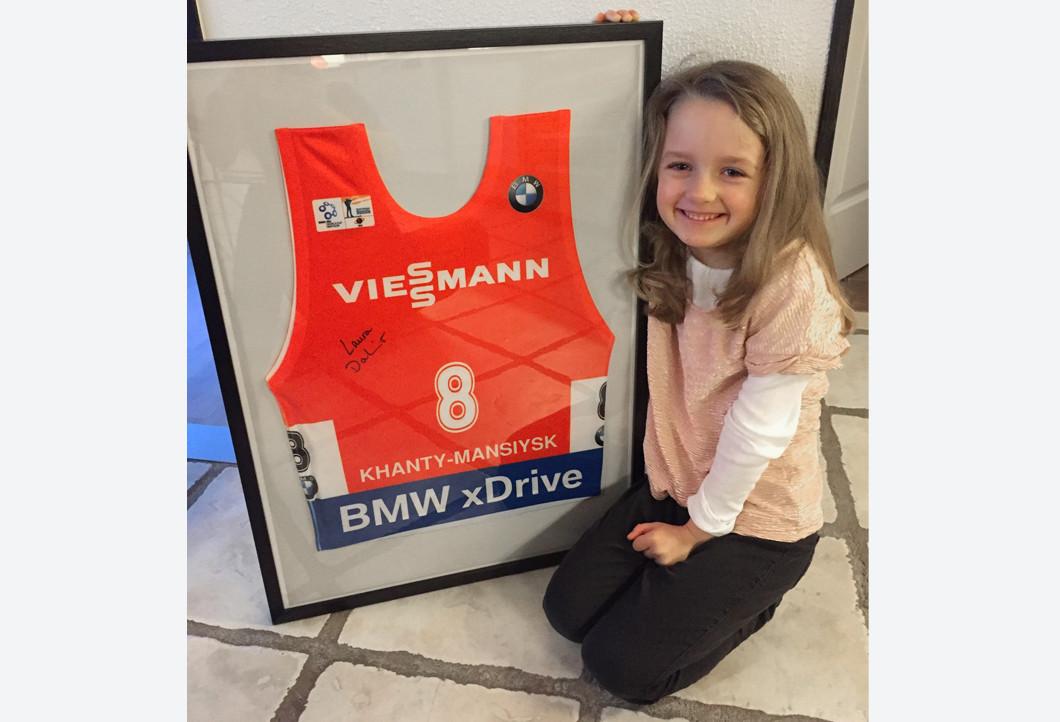 Kristians Tochter mit Laura Dahlmeiers gerahmter Startnummer