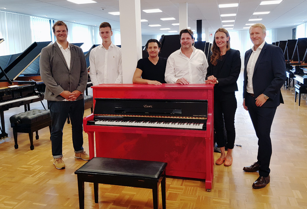 v.l. Kay Beutling (DKMS), Lukas, David Ianni, Oliver, Daniela Smith (Steinway & Sons), Guido Zimmermann (Steinway & Sons)