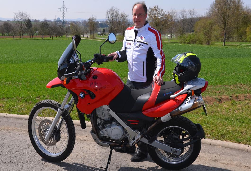 Rainer mit seinem neuen Motorrad