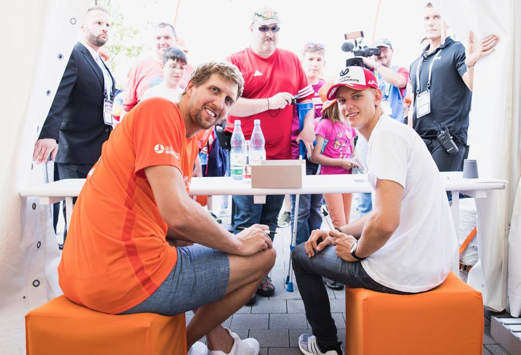 Dirk Nowitzki und Mick Schumacher setzen sich gemeinsam für Kinder ein