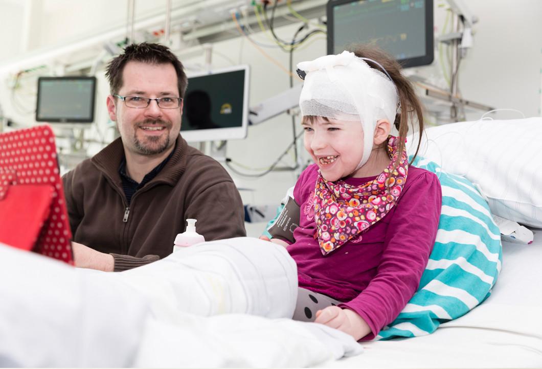 Durchbruch im Bereich der Kinderdemenz-Forschung: Klara bekommt im UKE die Behandlung